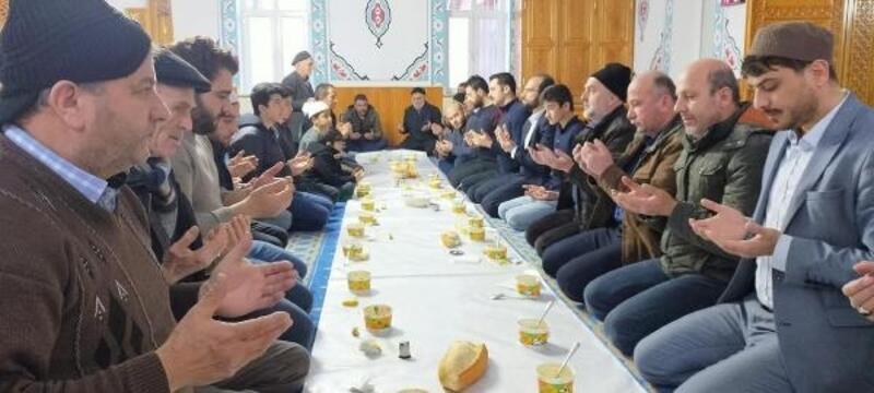 Doğanşar'da gençler camide buluşuyor