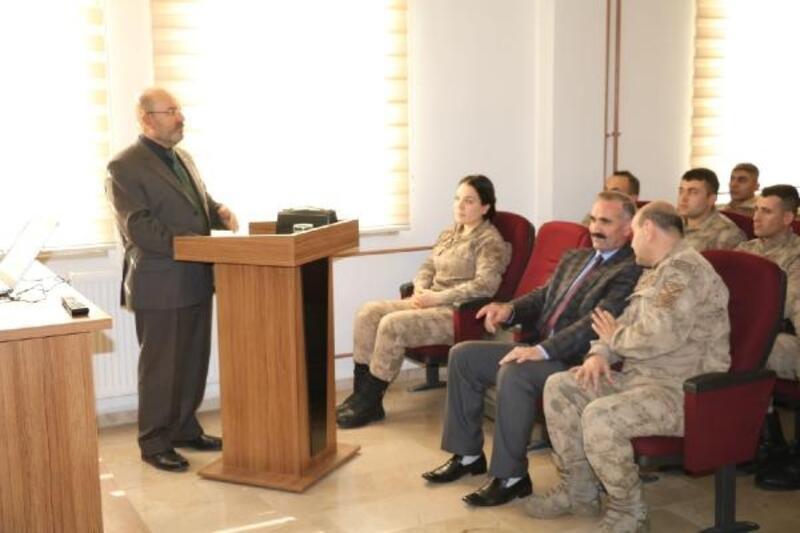 Müftü Tahiroğlu'dan, askerlere 'Aile içi şiddet' semineri