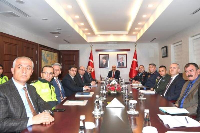 Adana'da otobüs kazalarının önlenmesine yönelik çalışmalar konuşuldu