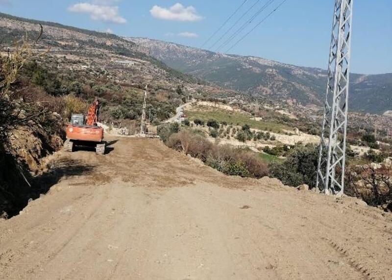 Heyelanda zarar gören yolu trafiğe açıldı