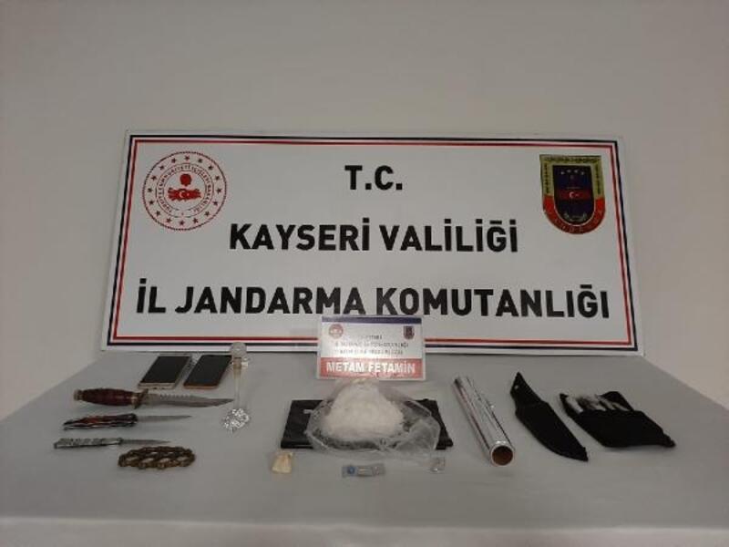 Kayseri'de uyuşturucu ile yakalanan 2 kişiye gözaltı