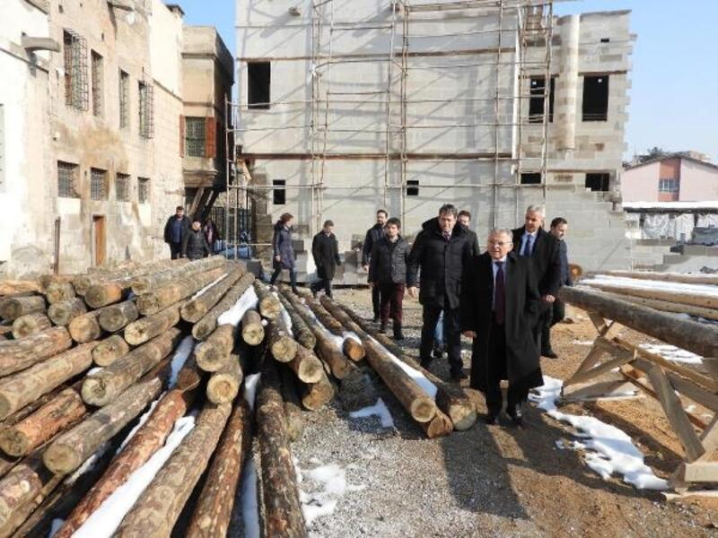 Başkan Büyükkılıç, restorasyon çalışmalarını inceledi