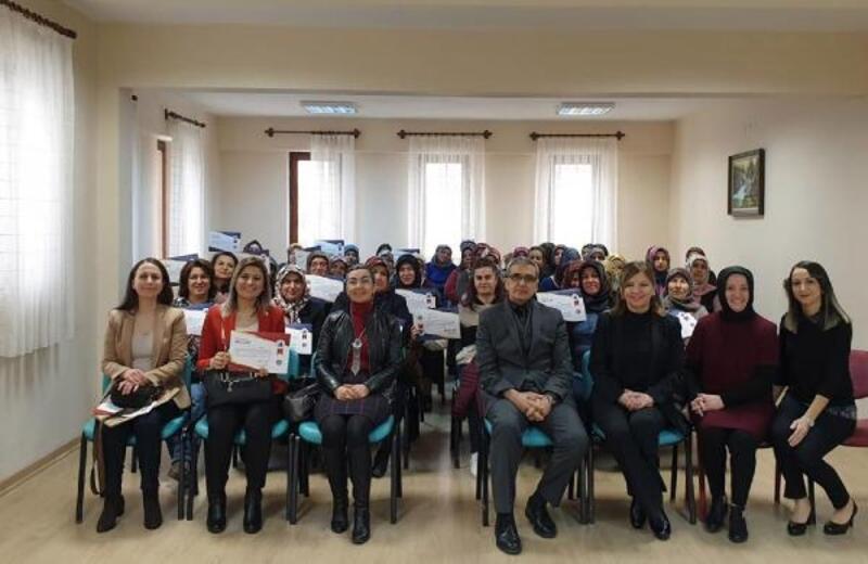'Menopoz Okulu' öğrencileri sertifikalarını aldı