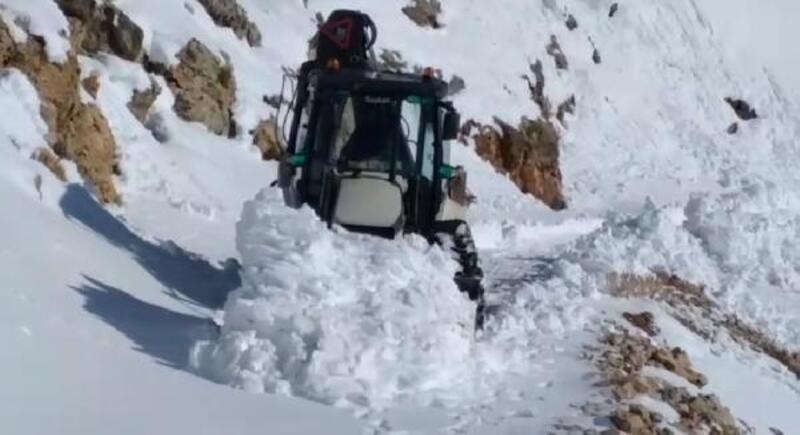 Nemrut Dağı'nda yol açma çalışmaları sürüyor