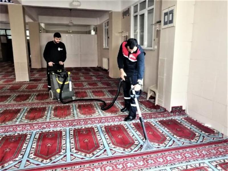 Ümraniye'deki camilerde kandil hazırlığı