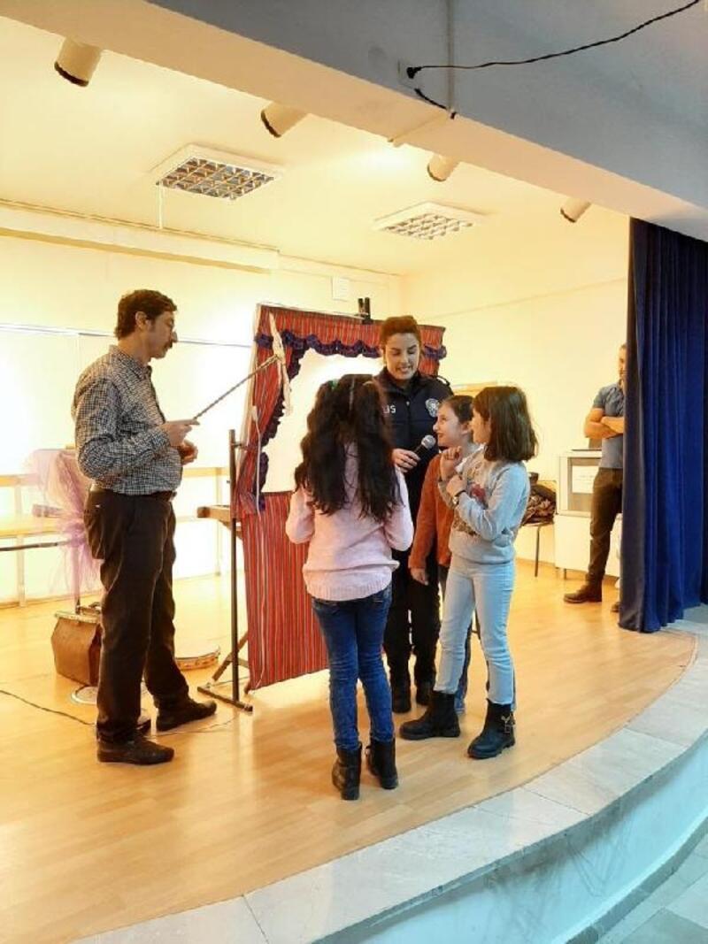 Öğrencilere 'Hacivat-Karagöz'lü trafik ve güvenlik eğitimi