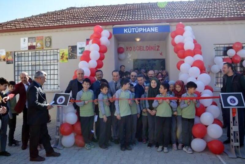 Okul kütüphanesi törenle açıldı