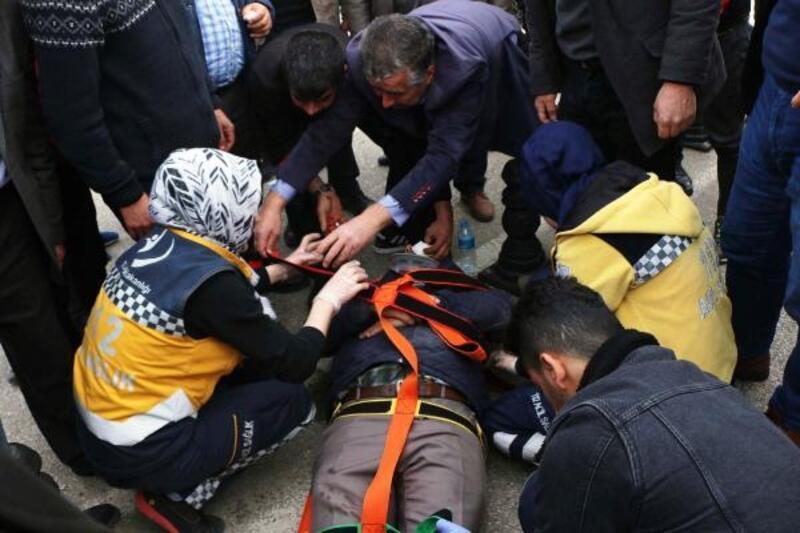 Motosikletin çarptığı yaya yaralandı