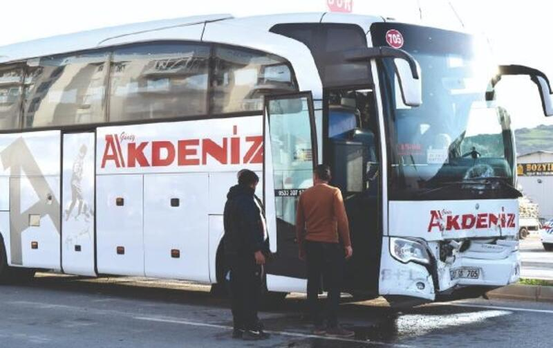 Otobüsle otomobil çarpıştı: 1 yaralı