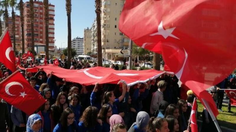Kozan'da Mehmetçiğe destek yürüyüşü