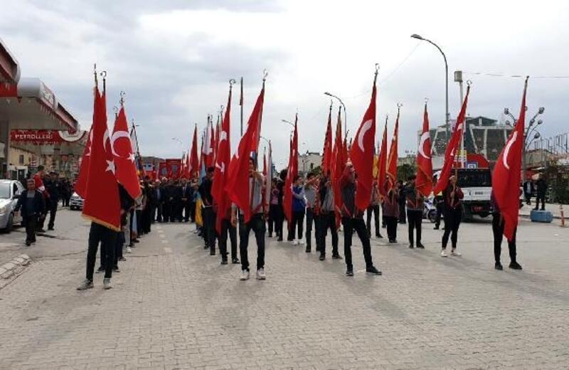 Kadirli'nin 100. kurtuluş yılında şehitlere saygı yürüyüşü yapıldı