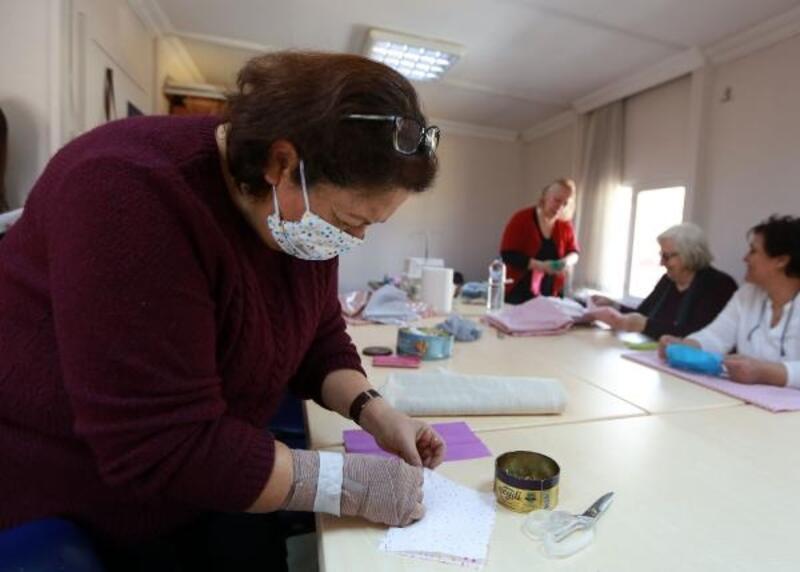 YENİMEK kursiyerleri kendi maskelerini üretiyor