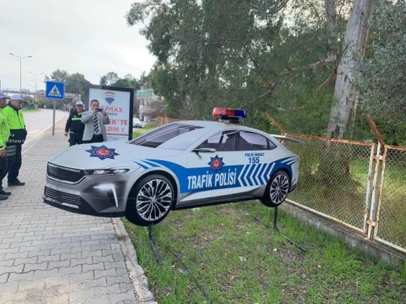 Türkiye'nin yerli otomobilinin maketi sürücüleri caydıracak