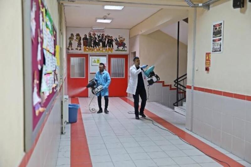 Akhisar'daki okullarda dezenfekte çalışması
