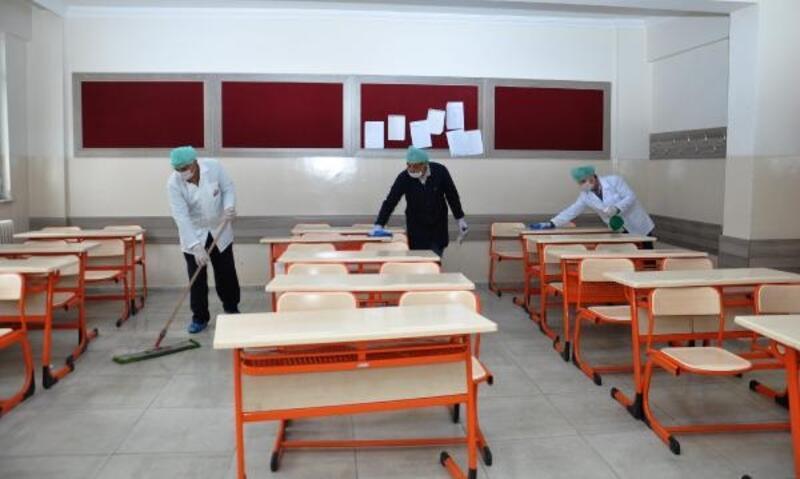 İslahiye'de okullar korona virüsüne karşı ilaçlandı