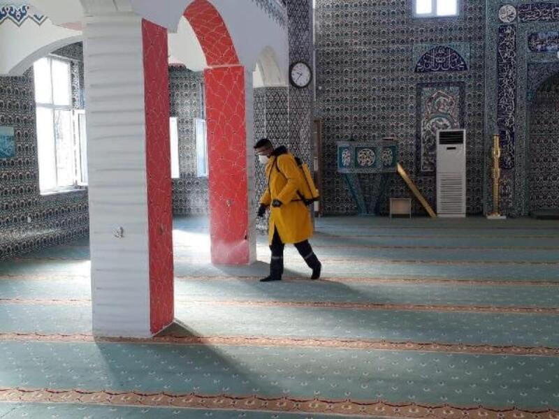 Saray'ın tarihi camisi dezenfekte edildi