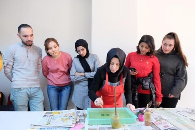 Ebru sanatı kültürleri buluşturdu
