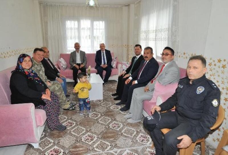 Vali Coşkun'dan Şehit Uzman Çavuş Sedat Yıldız'ın ailesini ziyaret