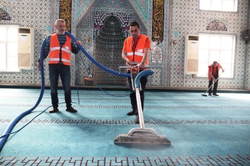Nilüfer'de ibadethaneler temizleniyor