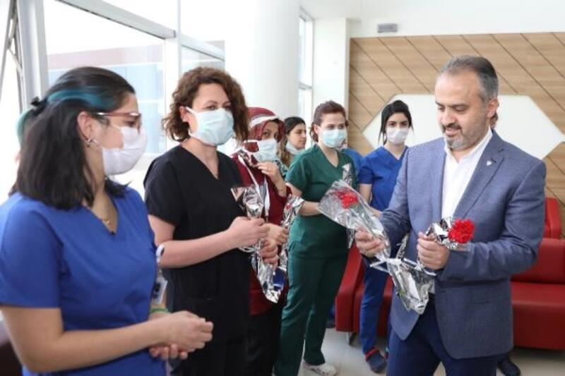 Başkan Aktaş'tan doktorlara bayram ziyareti