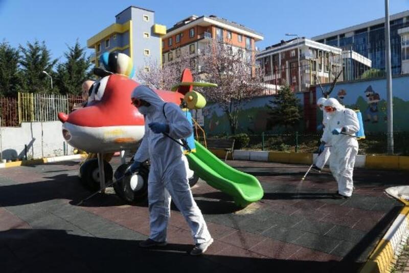 Sultanbeyli Belediyesi ilçedeki ortak alanları dezenfekte etti