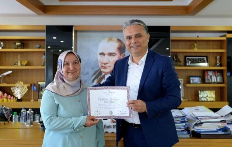 Diplomasını aldı, Başkan Uysal'ı ziyaret etti
