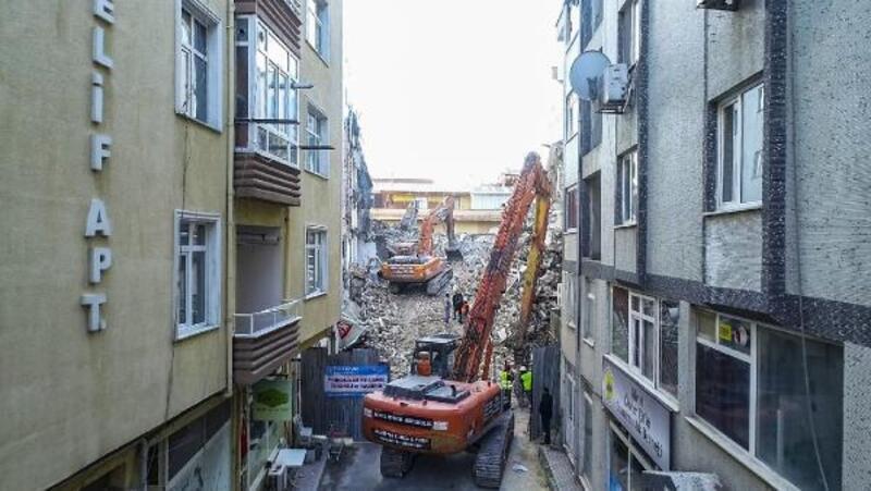 Silivri eski ilçe emniyet binası yıkıldı
