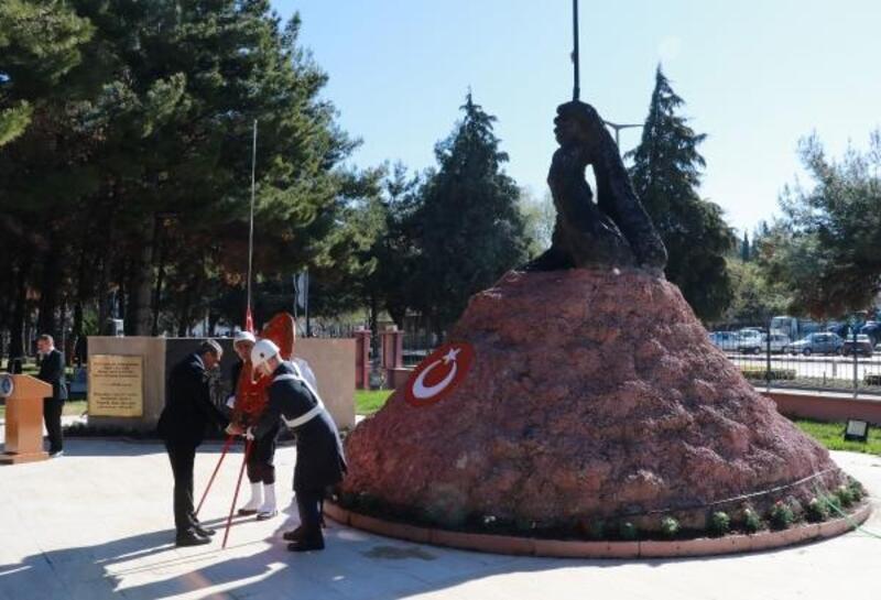 Burdur'da çelenk sunma töreni