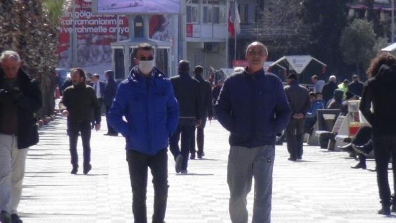 Koronavirüsü önlemlerini alan Silivri'de sokaklar boş kaldı