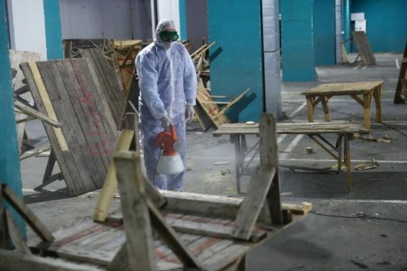 Bağcılar'da eczane, kuaför ve pazar alanları dezenfekte edildi