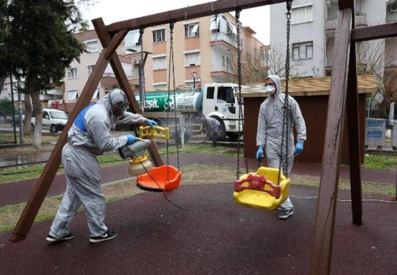 Kepez'in sokaklarında koronavirüs temizliği