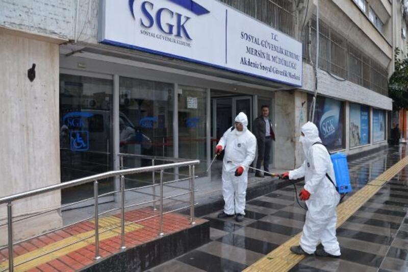 Akdeniz'de koronavirüse karşı kurumlar ilaçlanıyor