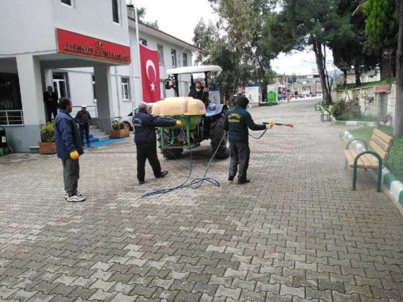 Altınözü'nde resmi kurumlar dezenfekte edildi