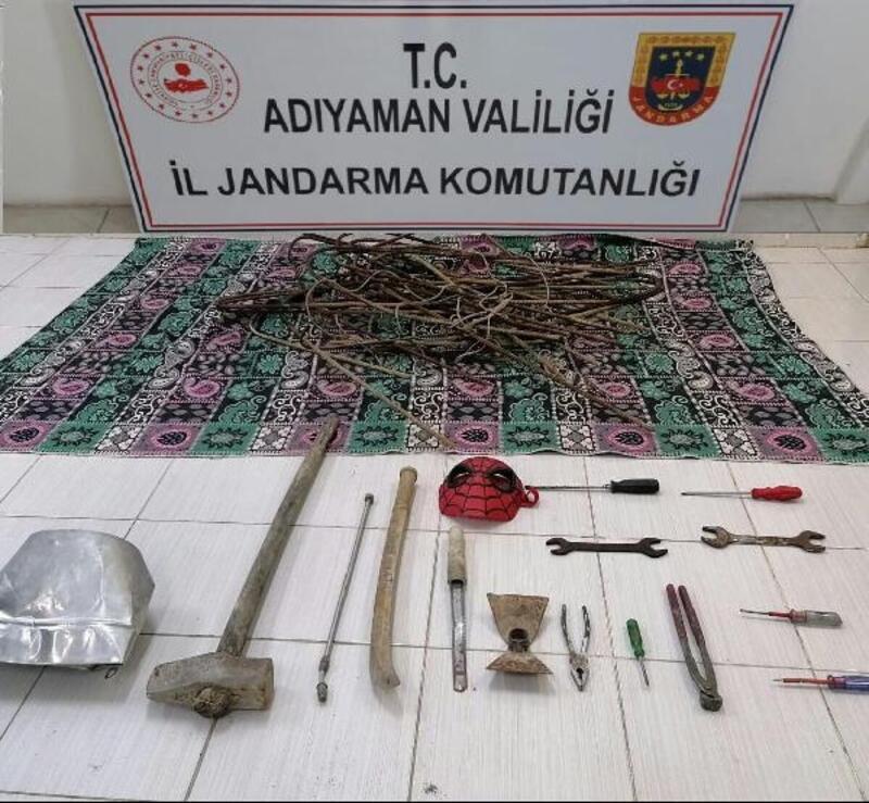 Besni'de hırsızlık şüphelisi 2 kişi gözaltına alındı