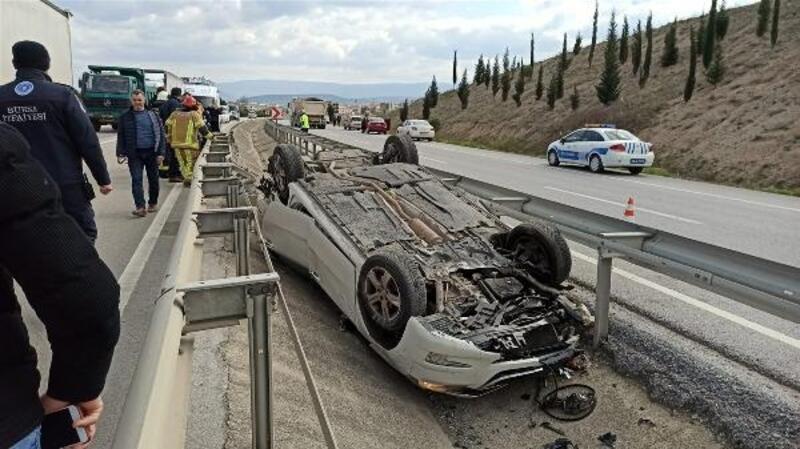 Takla atan otomobil ters döndü: 3 yaralı
