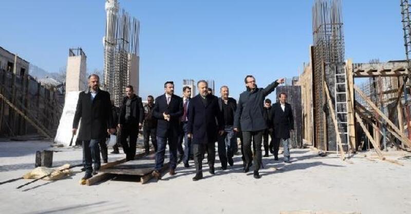 Kestel'de inşaatı devam eden otopark ve pazar alanının Eylül'de açılması bekleniyor