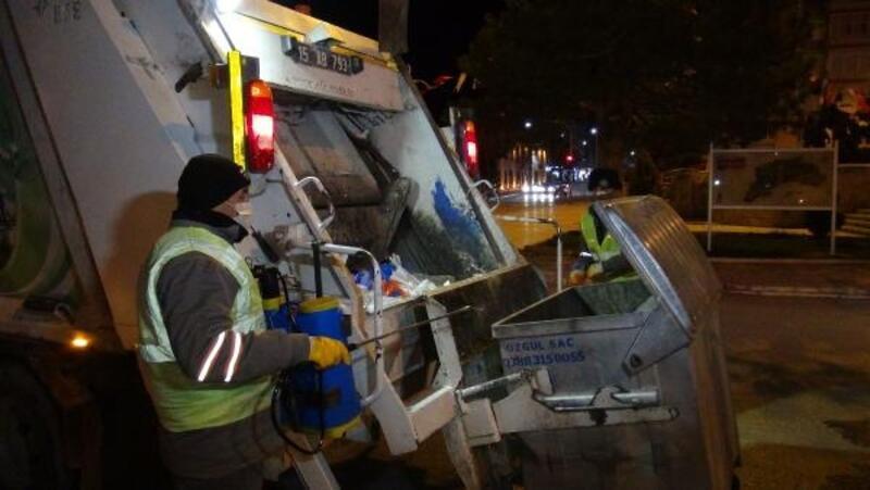 Burdur'daki cadde ve konteynerler dezenfekte edildi