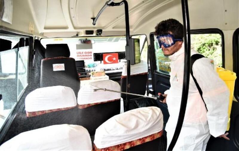 Toroslar'da yolcu minibüslerini dezenfekte ediliyor