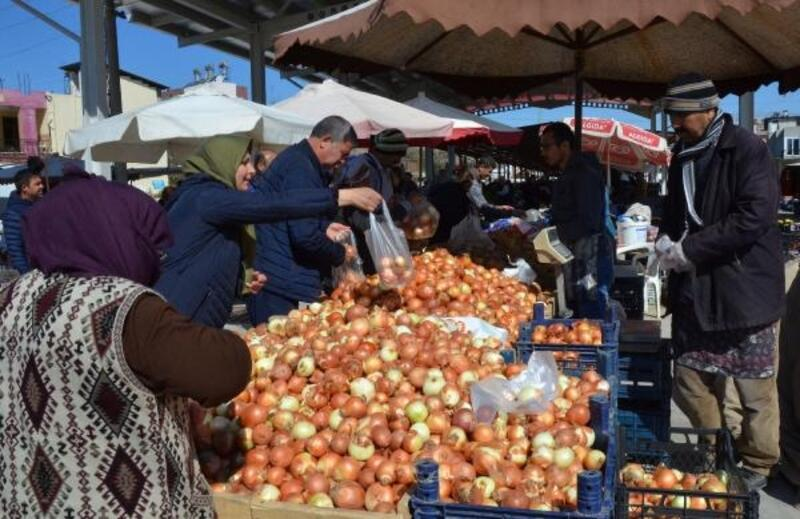 Pazarda patates ve soğana yoğun talep