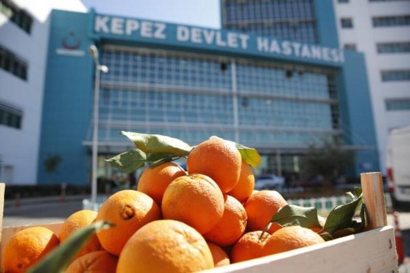 Başkan Böcek'ten sağlık çalışanlarına vitamin desteği