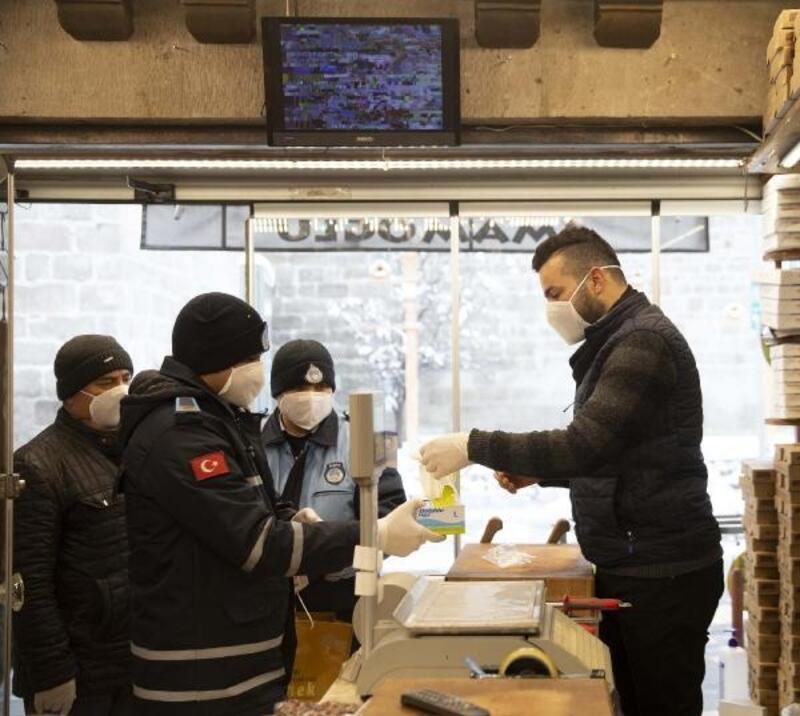 Kayseri'de zabıtadan 'koronavirüs' bilgilendirmesi