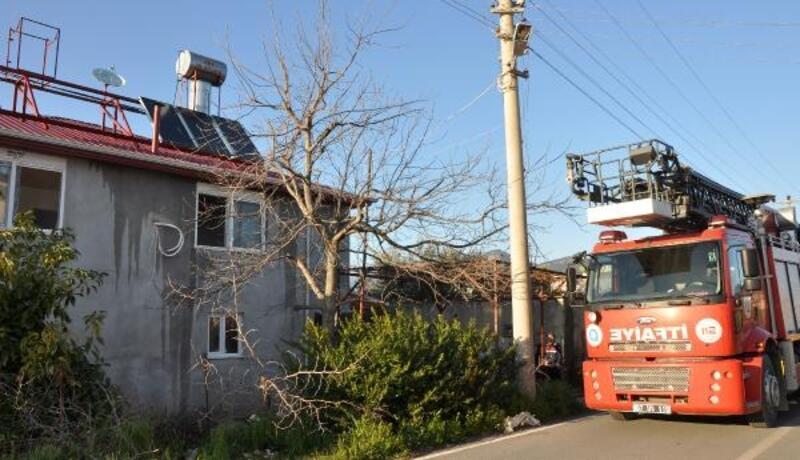 Gazipaşa'da boş evin çatısı yandı