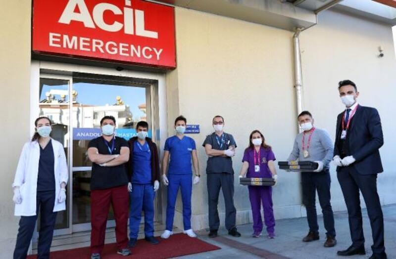 Başkan Yücel'den sağlık çalışanlarına sürpriz