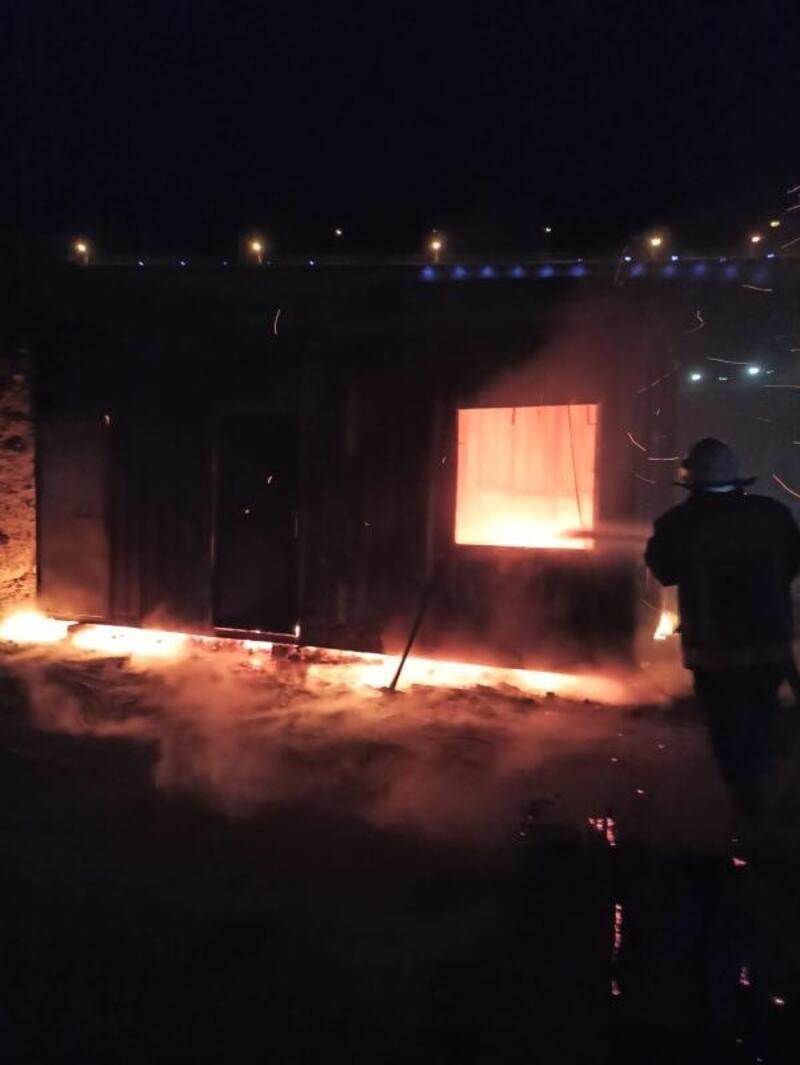 Konteynerde çıkan yangını itfaiye söndürdü