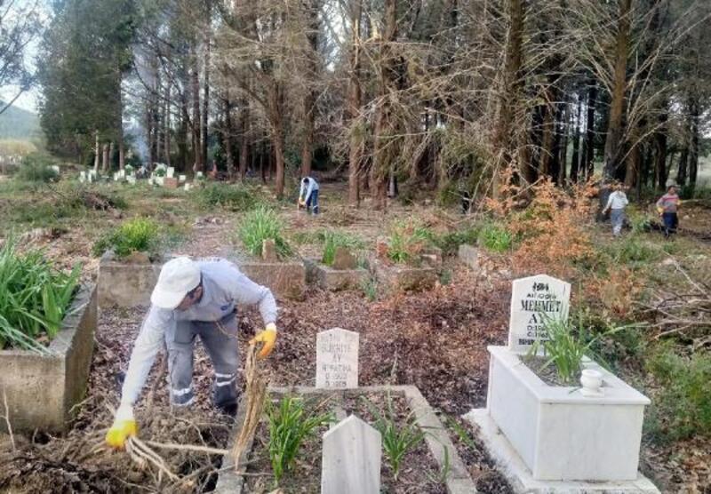 Büyükşehir'den mezarlıklara bahar temizliği