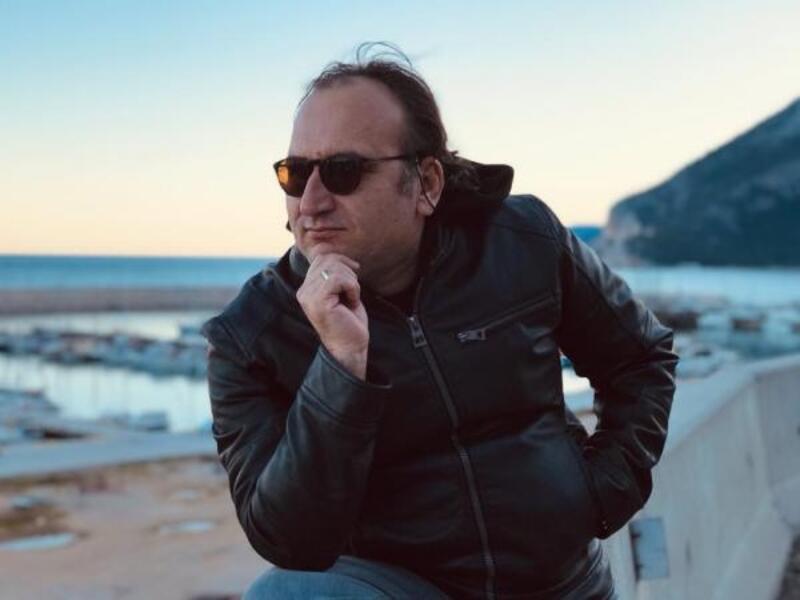 Tenor Demirel'den evden online konser