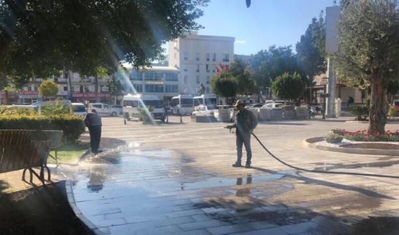 Demre'de caddeler ve meydanlar yıkandı