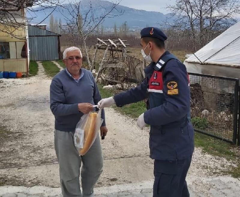 Kaş jandarmadan yaşlılara destek