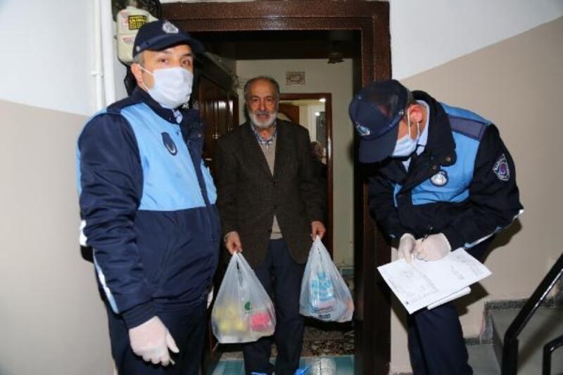 Kağıthane'de evden çıkamayan vatandaşlara erzak yardımı
