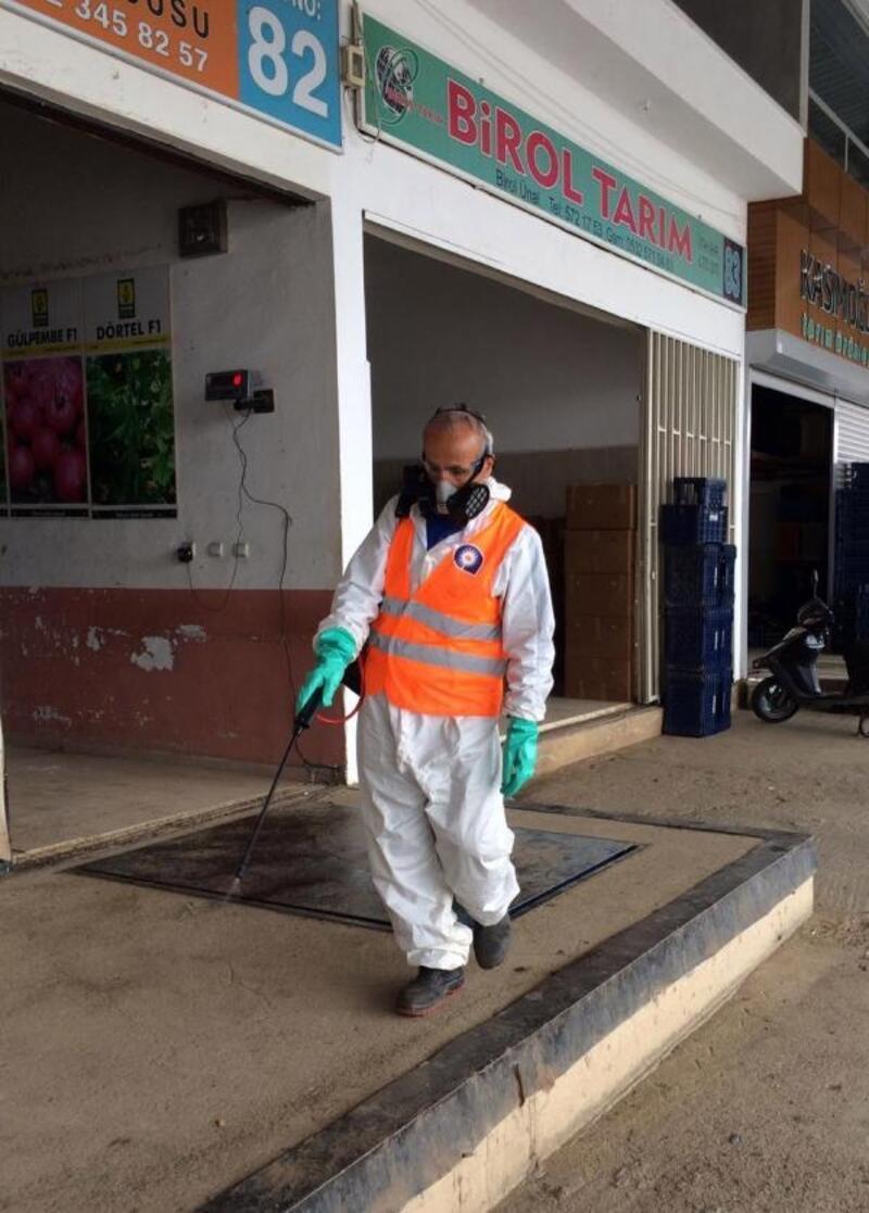 Büyükşehir Toptancı Halleri dezenfekte ediyor